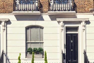 We help our clients to take control of their living and working environment and create future-facing buildings that are easy to maintain, efficient to run and are a true pleasure to live and work in.