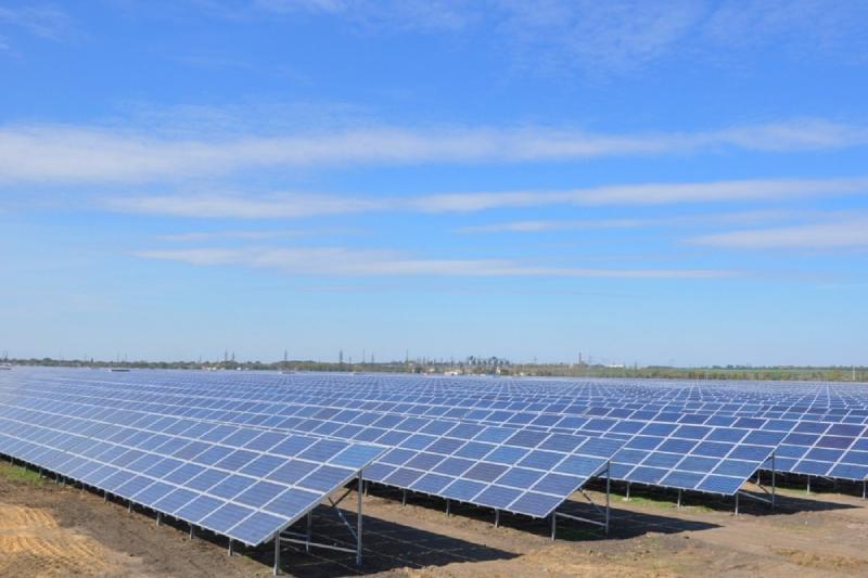 Solar PV array in the desert