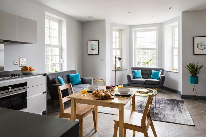 New build and renovation in Farnborough - Image 8